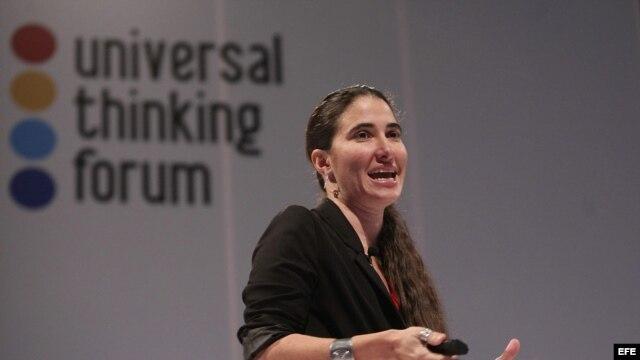 """La periodista cubana Yoani Sánchez, a quien el Gobierno cubano prohibió su blog, habla hoy, miércoles 09 de octubre de 2013, durante su participación en una conferencia del """"Universal Thinking Forum"""" en México"""
