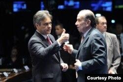 Los senadores brasileños Cassio Cunha (i) y Aloisio Nunes ven en Más Médicos un acuerdo bilateral enmascarado con Cuba.