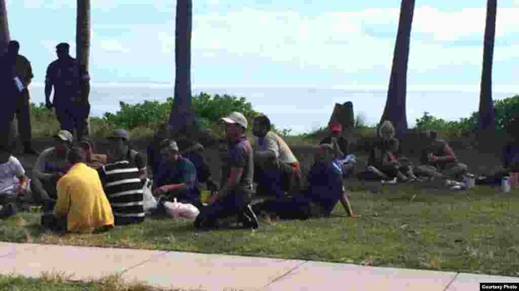 Cubanos llegan a Cat Cay en las Bahamas