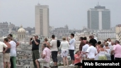 Fascinados con una ciudad que se desmorona encima de sus habitantes. (Foto tomada de Internet)