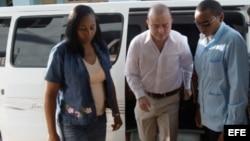 Carromero entrando al tribunal en Bayamo