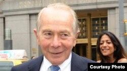 """""""Hank"""" Greenberg, CEO de la aseguradora Starr International, se reunió en Cuba con funcionarios."""