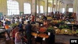 """El mercado de """"Cuatro Caminos""""."""