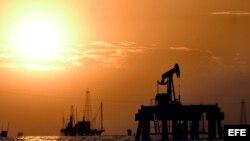 Instalaciones petroleras en el Lago de Maracaibo, Venezuela