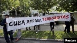 Chilenos insisten en pedir cuentas a Raúl Castro