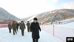 Kim Jong-un inspecciona la pista de esquí en Wonsan.