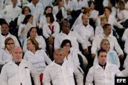 Un grupo de médicos extranjeros participa en un entrenamiento en la Universidad de Brasilia del programa Más Médicos.
