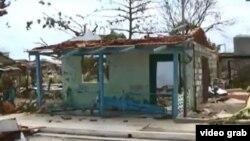 Numerosas viviendas quedaron como esta al paso de Irma por la población costera de Isabela de Sagua.