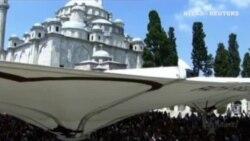 Cientos de partidarios del presidente turco, Recep Tayip Erdogan, salen a la calle para darle su apoyo
