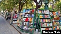 """Los libros """"revolucionarios"""" se venden en La Habana a los turistas como souvenirs del comunismo."""