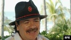 Imagen en televisión del guitarrista Carlos Santana en con EFE