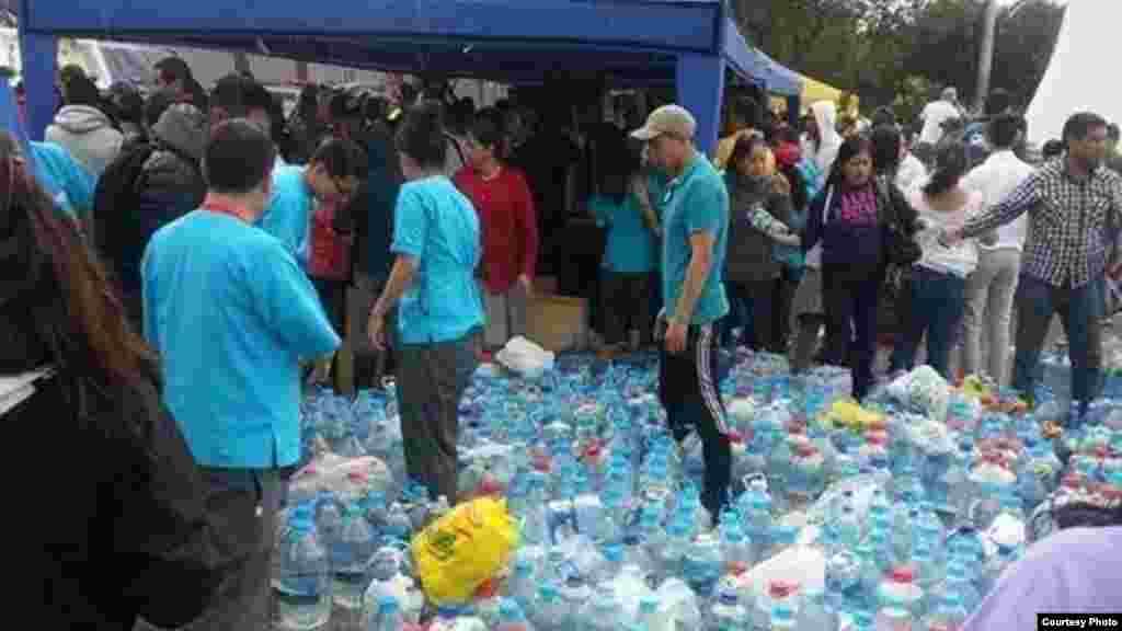 Entrega de alimentos y agua potable en las zonas más afectadas, Portoviejo y Pedernales.