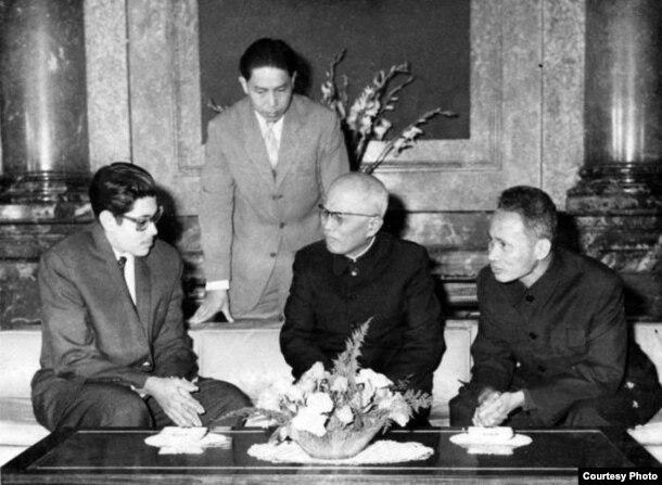 Héctor Rodríguez Llompart de visita en Vietnam.