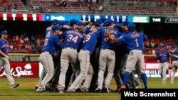 Los peloteros de los Mets celebran su pase a la postemporada.