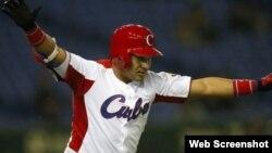 El jardinero cubano Alfredo Despaigne batea para .449 en tres Clásicos Mundiales de Béisbol.