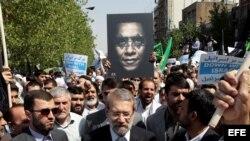Miles de manifestantes iraníes participan en una protesta en contra de Estados Unidos e Israel hoy, viernes 14 de septiembre de 2012. Varias multitudinarias manifestaciones hoy en diversas ciudades de Irán a la salida de la oración musulmana del viernes m
