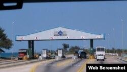 Estación de peaje en la carretera a Varadero.