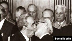 Beso Brézhnev-Honecker