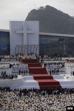 Un momento de la misa de clausura de la XXVIII Jornada Mundial de la Juventud que ha oficiado hoy el papa Francisco en la playa de Copacabana de Río de Janeiro.