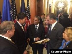 Biscet con legisladores en la Cámara Baja