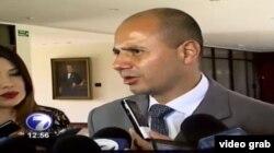 El vicecanciller de Costa Rica, Alejandro Solano, habla con la prensa el martes sobre los migrantes cubanos.