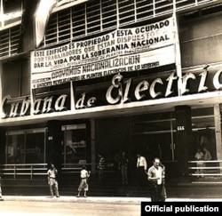 Fidel Castro ordena la expropiación de compañías estadounidenses en Cuba.