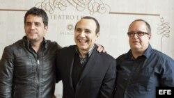 El pianista y compositor dominicano, Michel Camilo (c), junto al productor Juan Manuel Villar Betancort (d), y el director de cine cubano, Pavel Giroud (i).