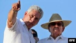 Raúl Castro, y su posible sucesor, el primer vicepresidente de Cuba, Miguel Díaz-Canel.