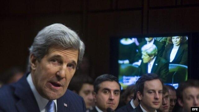 El senador demócrata John Kerry (i), nominado por el presidente Barack Obama para ser el próximo secretario de Estado de EEUU en reemplazo de Hillary Clinton.