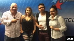 1800 Online con Willy y Kelly. Integrantes del grupo hondureño Bachata Plus