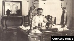 Leonard Wood en su despacho.