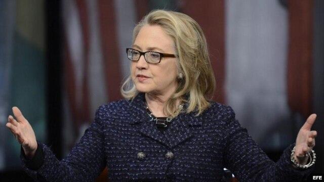 La secretaria de Estado de EE.UU. Hillary Clinton participa en una conferencia en la localidad de Newseum, Washington, Estados Unidos hoy 29 de enero de 2013.