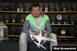Chris Hughes, detenido por volar un drone en La Habana. (Foto de Toronto Star)