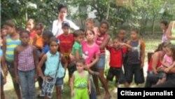 Fiesta con niños a pesar de vigilancia policial