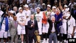 Spurs de San Antonio se proclaman campeones de la NBA.