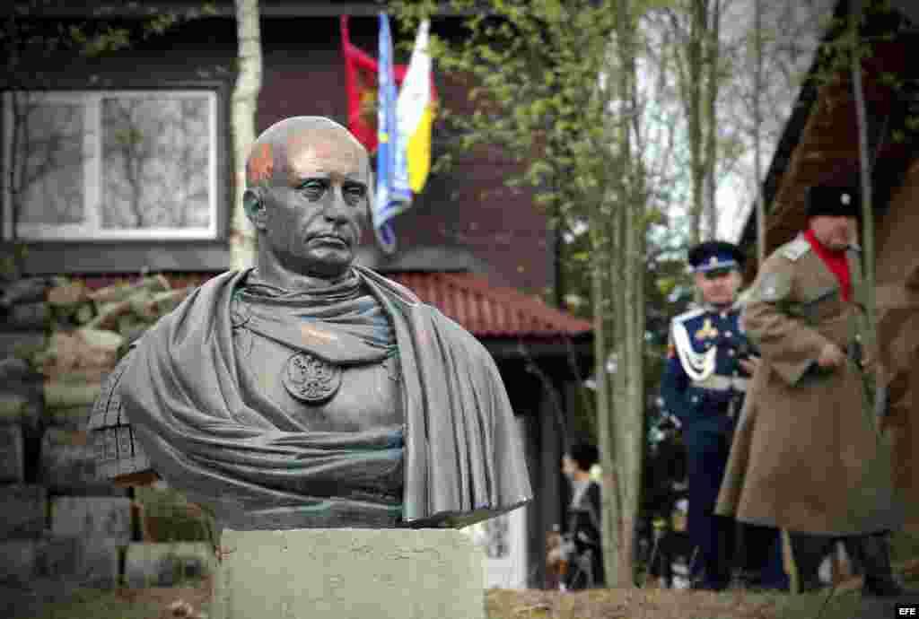Estatua de Putin en Rusia.
