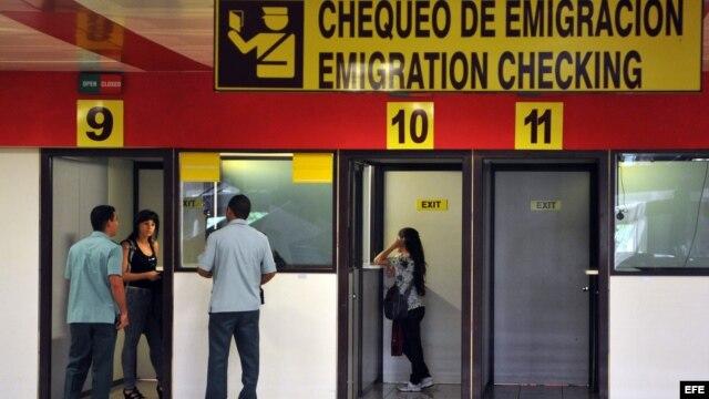 Según el diario, Cuba busca crear un jornalero socialista que gane dinero en el extranjero y regrese a gastarlo en la isla.