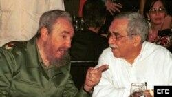 Gabriel García Márquez en una de sus apariciones públicas junto a Fidel Castro.