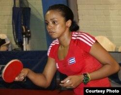 La tenista de mesa cubana Sandra Mustelier durante un entrenamiento en El Salvador.