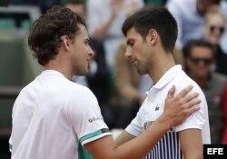 La foto lo dice todo. Djokovic no mira a los ojos de Thiem después de caer derrotado por 7-6, 6-3 y 6-0.