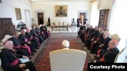 El Papa Francisco con los obispos cubanos (CNS/L'Osservatore Romano)