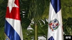 Banderas de Cuba y República Dominicana.