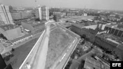 "Vista general de Berlín dividido cerca del ""checkpoing Charlie"""