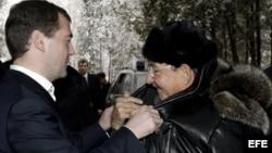 Vladimir Medvédev y Raúl Castro en 2009.