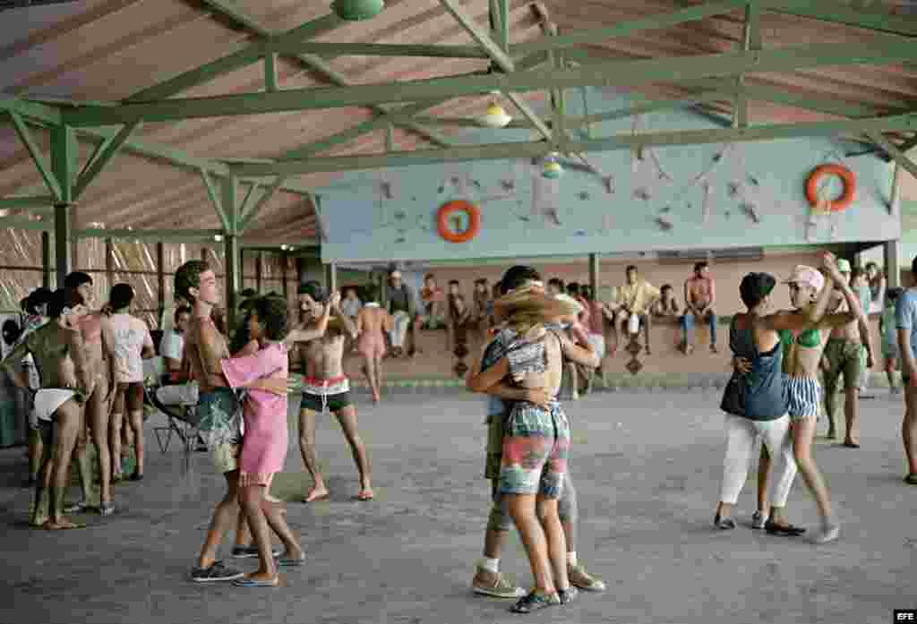 """Reproducción de la fotografía """"Dancing-Isabela de Sagua"""" (1993), cedida por la fotógrafa estadounidense Tria Giovan."""