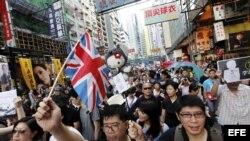 Manifestantes en Hong Kong con bandera inglesa.