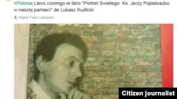 """Reporta Cuba.Llevo conmigo el libro """"Portret Swietego: Ks. Jerzy Popieluszko w naszej pamieci"""" de Lukasz Kudlicki."""