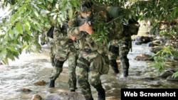 Soldados colombianos en acción.