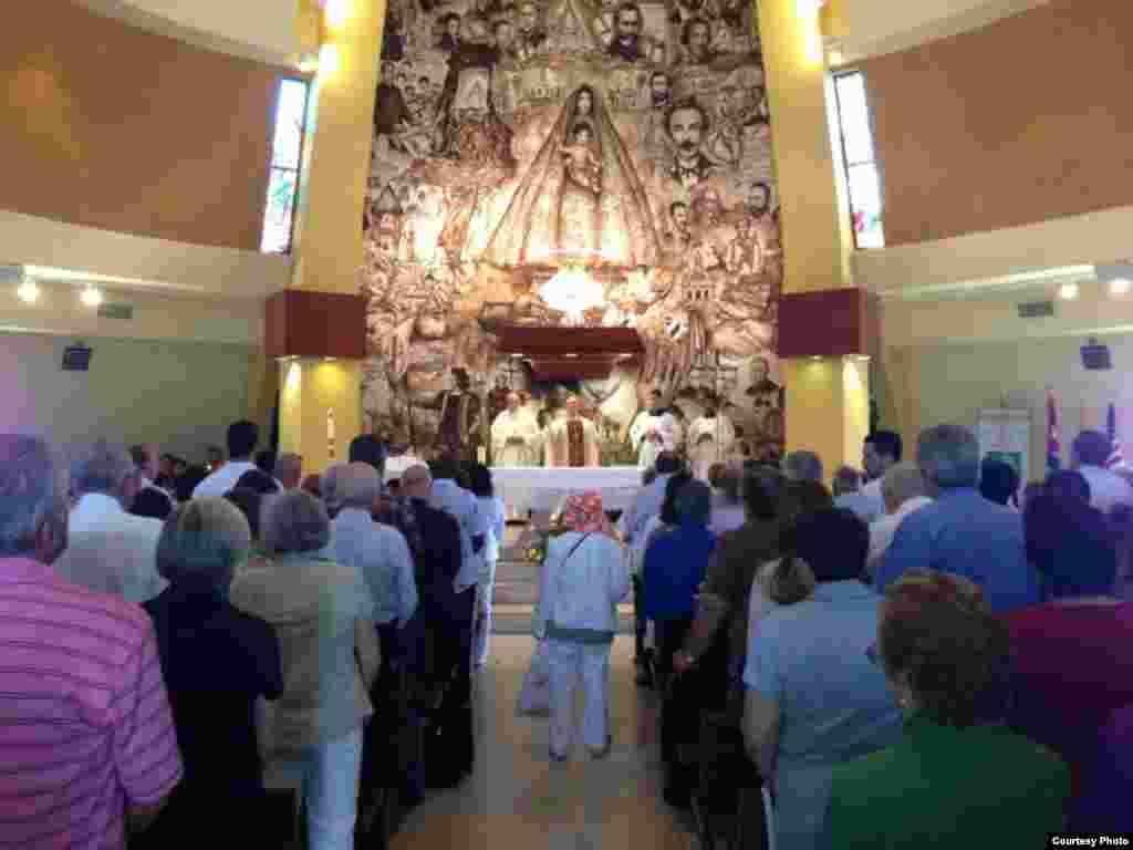 La ceremonia religiosa fue oficiada por el rector del santuario, el padre Juan Rumin Domínguez.