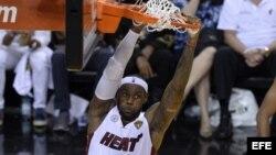 LeBron James y Ray Allen recuperaron terreno en el último parcial del sexto partido de las finales de la NBA para empatar y luego derrotar a los Spurs de San Antonio en tiempo extra.